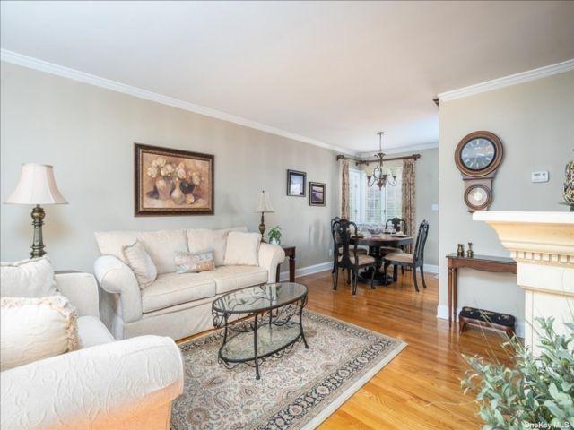 [Merrick Real Estate, listing number 3199776]
