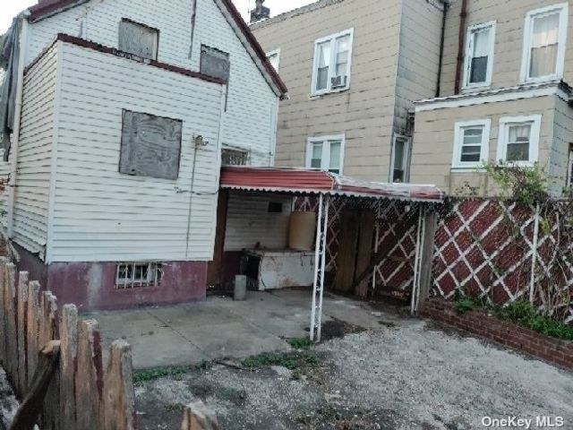 3 BR,  2.00 BTH 2 story style home in Cypress Hills