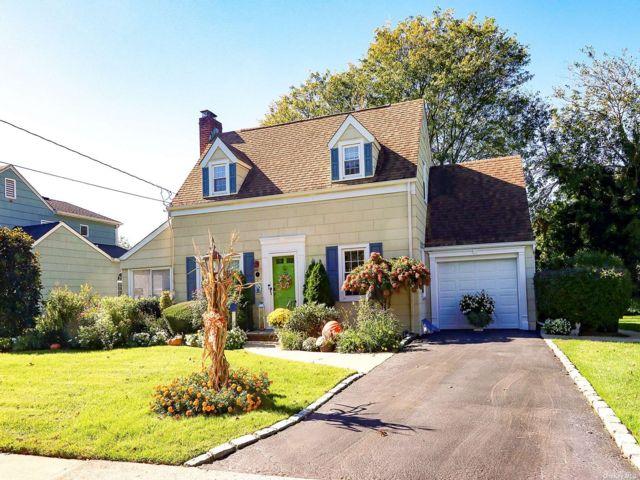 [Merrick Real Estate, listing number 3199803]