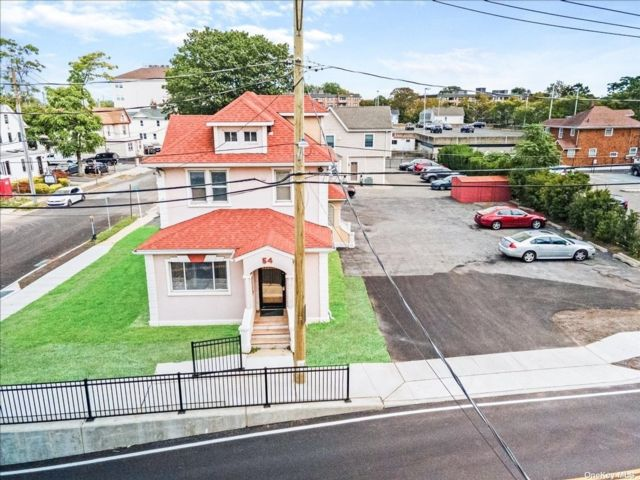 Studio,  0.00 BTH Commercial style home in Mineola