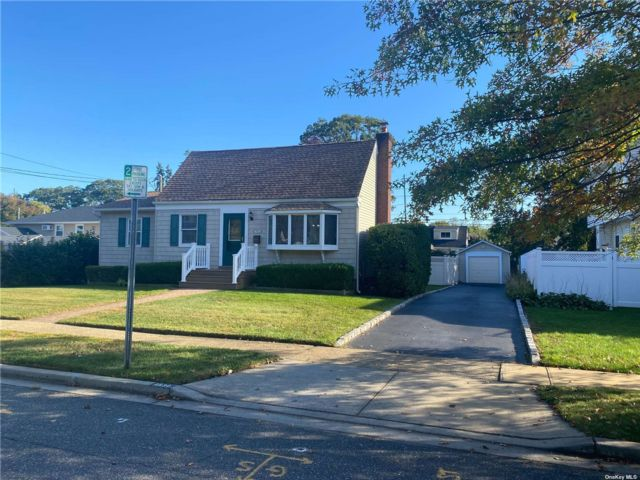 [Merrick Real Estate, listing number 3199920]