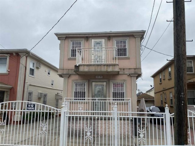4 BR,  2.00 BTH 2 story style home in South Ozone Park