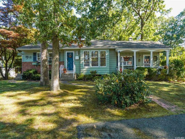 [Commack Real Estate, listing number 3199984]