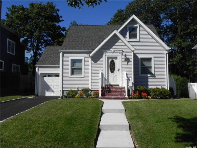 [Farmingdale Real Estate, listing number 3200035]