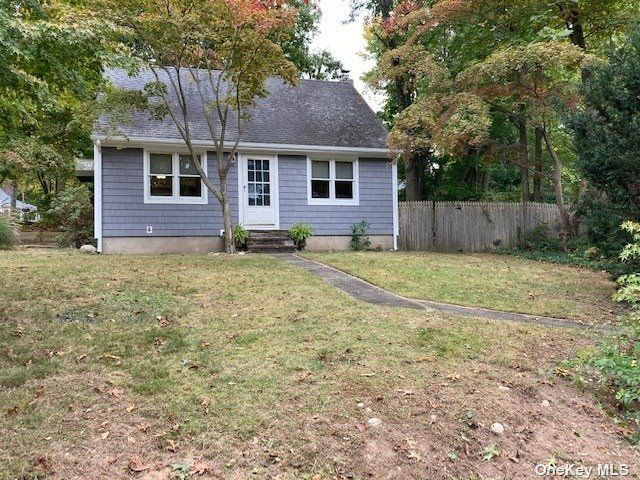 3 BR,  2.00 BTH Colonial style home in East Northport