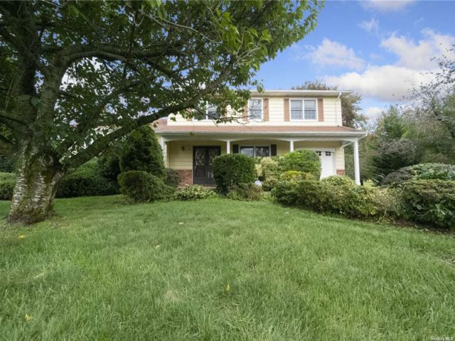 [Commack Real Estate, listing number 3200114]