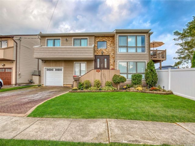 4 BR,  3.00 BTH Contemporary style home in Oceanside