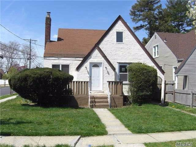 5 BR,  2.00 BTH Exp cape style home in Hempstead