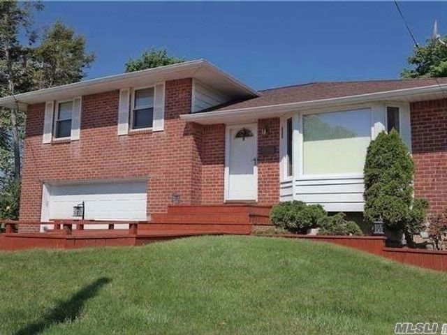 4 BR,  1.50 BTH Split style home in Syosset