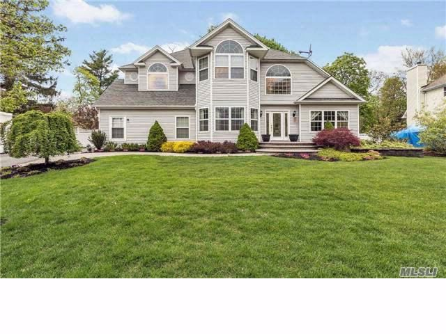 4 BR,  2.50 BTH Colonial style home in Nesconset