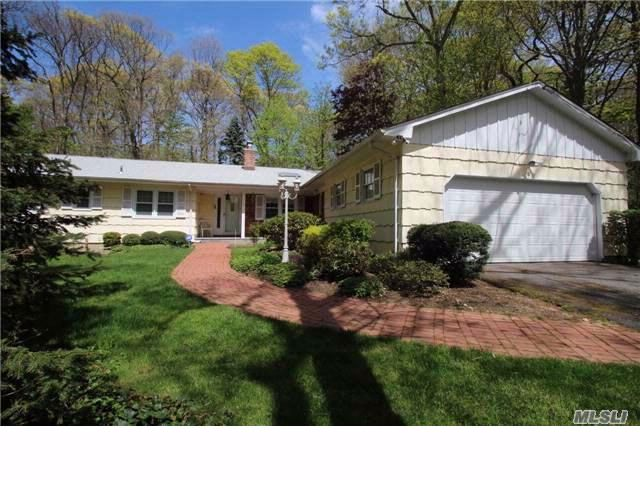 4 BR,  2.50 BTH Ranch style home in Dix Hills