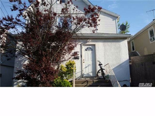 6 BR,  2.50 BTH Other style home in Inwood