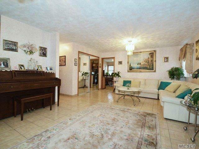 [Franklin Square Real Estate, listing number 4968554]