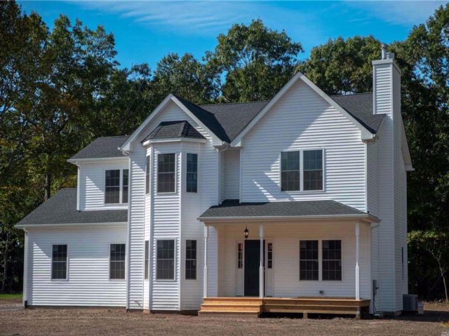 4 BR,  2.50 BTH Victorian style home in Baiting Hollow