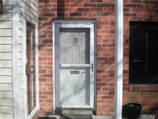 1 BR,  1.00 BTH Co-op style home in Coram