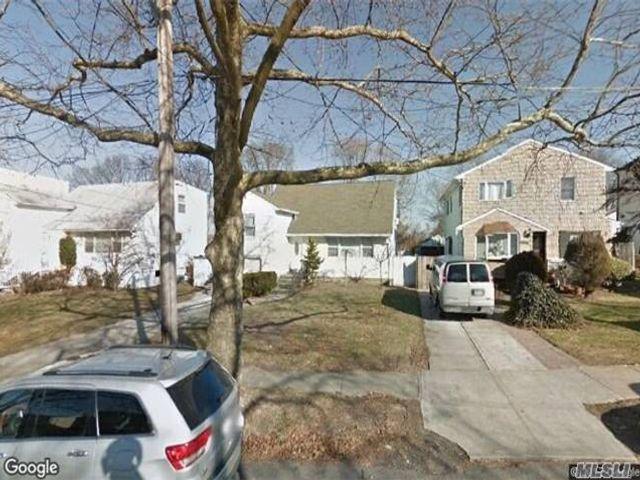 3 BR,  1.50 BTH Splanch style home in Far Rockaway