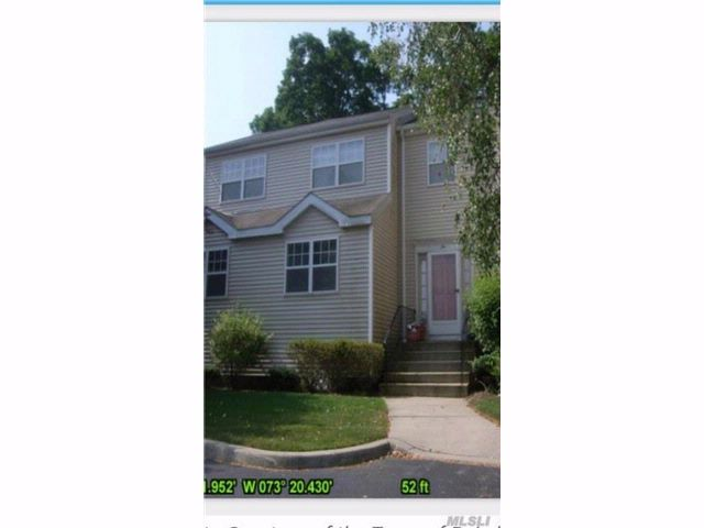 2 BR,  1.50 BTH  Homeowner assoc style home in West Babylon
