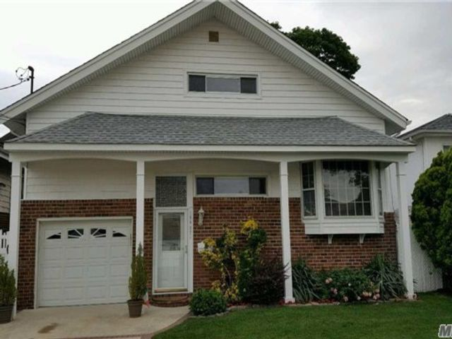 3 BR,  1.00 BTH  Townhouse style home in Howard Beach