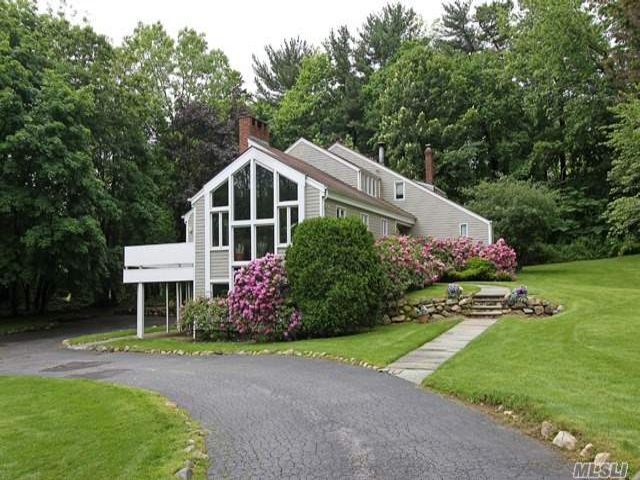 4 BR,  3.50 BTH Colonial style home in Old Westbury