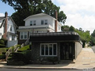 4 BR,  2.50 BTH  Store+dwell style home in Little Neck