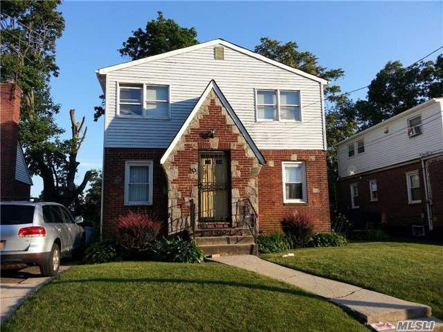 3 BR,  2.50 BTH Other style home in Hempstead