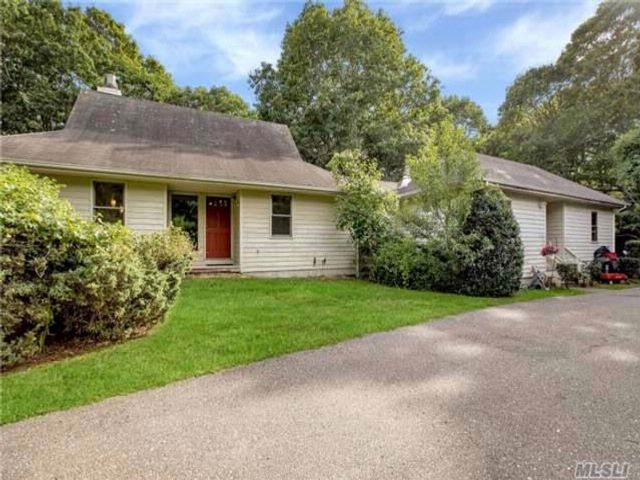 3 BR,  2.00 BTH Ranch style home in East Hampton