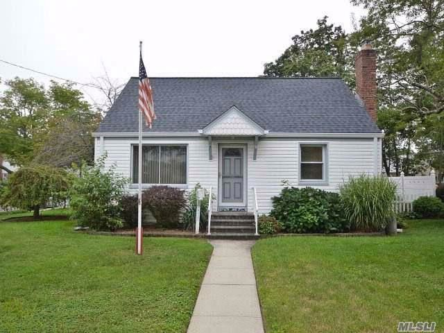 3 BR,  2.00 BTH Cape style home in East Meadow