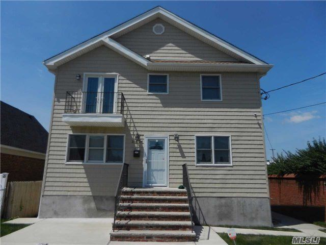 [Howard Beach Real Estate, listing number 4991742]