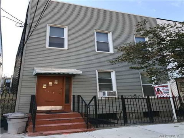 7 BR,  3.00 BTH 2 story style home in Ridgewood