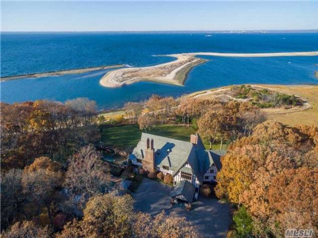 8 BR, 12.00 BTH  Estate style home in Lloyd Neck