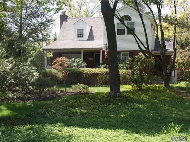 3 BR,  2.00 BTH Exp cape style home in Dix Hills