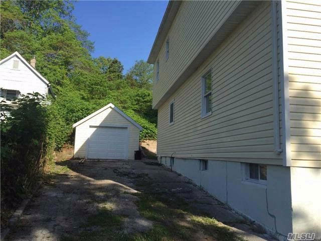 3 BR,  2.50 BTH Colonial style home in Huntington Station