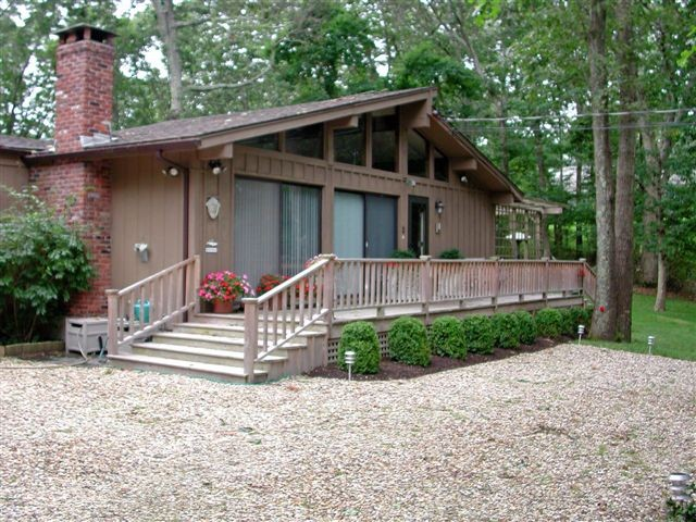 4 BR,  3.00 BTH Contemporary style home in SHELTER ISLAND