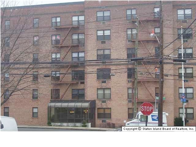 2 BR,  1.00 BTH  Co-op style home in Dongan Hills