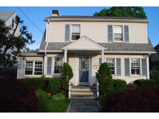 4 BR,  3.00 BTH  Colonial style home in Mamaroneck