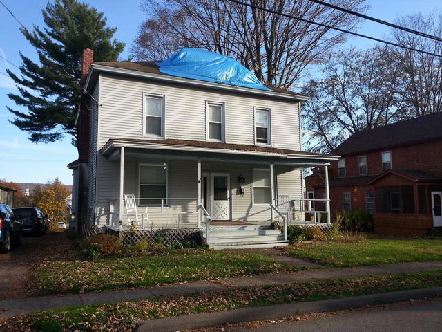 4 BR,  2.00 BTH  Colonial style home in Bainbridge
