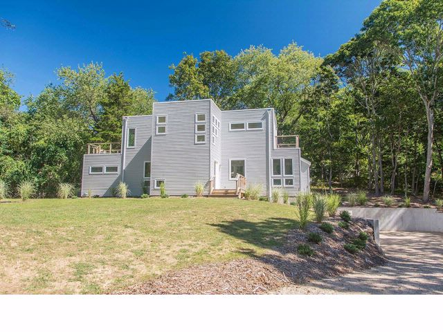 3 BR,  2.50 BTH Contemporary style home in SHELTER ISLAND