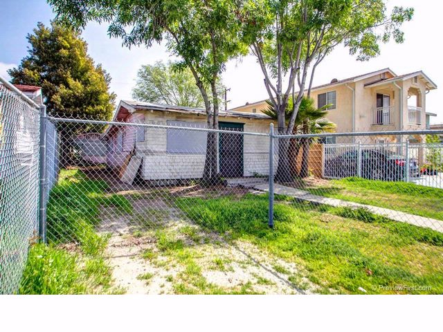 3 BR,  1.00 BTH   style home in San Diego