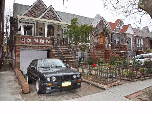 3 BR,  2.00 BTH  Hi ranch style home in SHEEPSHEAD BAY