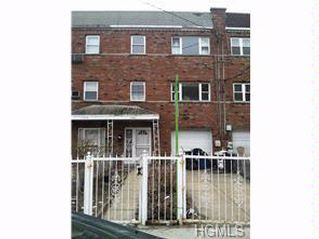 7 BR,  3.00 BTH  2 story style home in Bronx