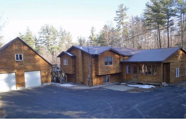 4 BR,  3.00 BTH  Contemporary style home in Schroon Lake