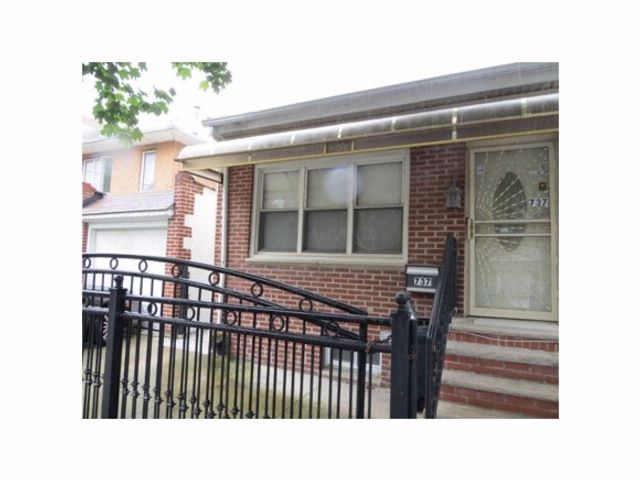 7 BR,  3.50 BTH  High ranch style home in Canarsie
