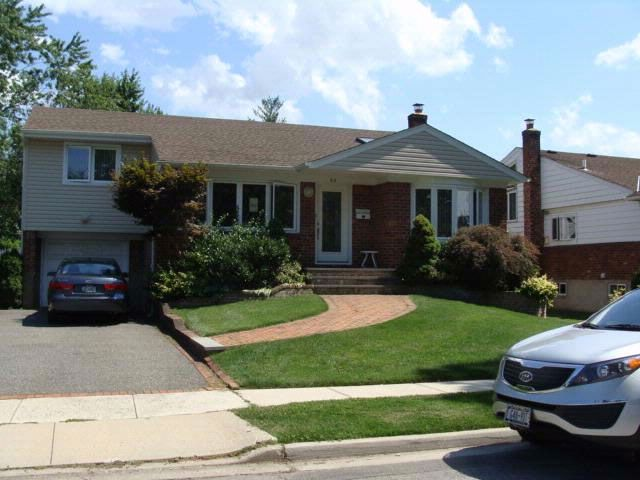 3 BR,  3.00 BTH Split style home in NEW CASSEL
