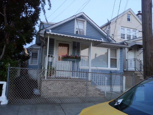 3 BR,  1.00 BTH  Raised ranch style home in Bronx