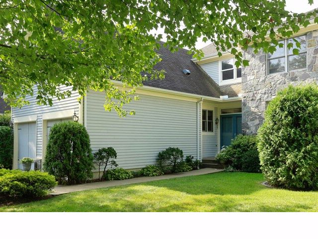 3 BR,  2.50 BTH  Townhouse style home in White Plains