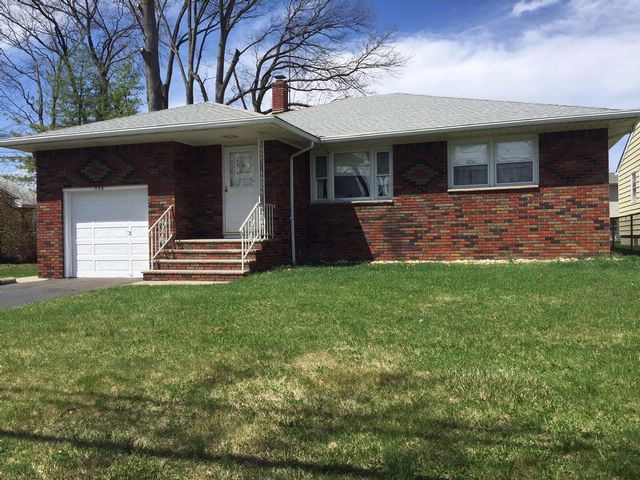 3 BR,  2.00 BTH  Ranch style home in Linden