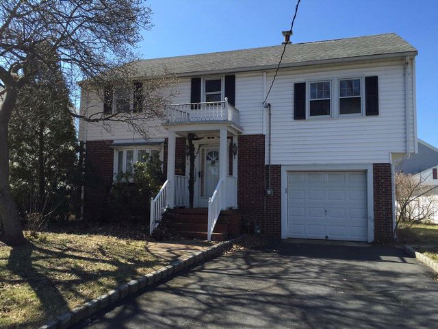 3 BR,  1.50 BTH  Colonial style home in Clark
