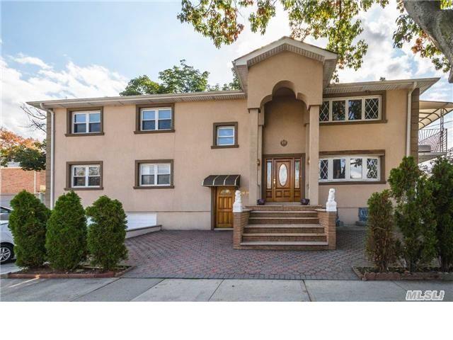 6 BR,  4.50 BTH Duplex style home in Bayside