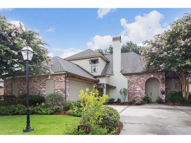 4 BR,  3.00 BTH Custom home style home in Baton Rouge