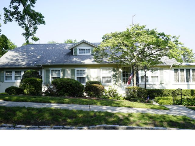 5 BR,  3.50 BTH  Hi ranch style home in Douglaston